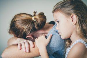 compensa as deficiências da mãe narcisista