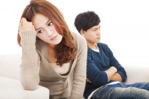 2 crenças que ajudam a invalidar o sofrimento da filha de mãe narcisista